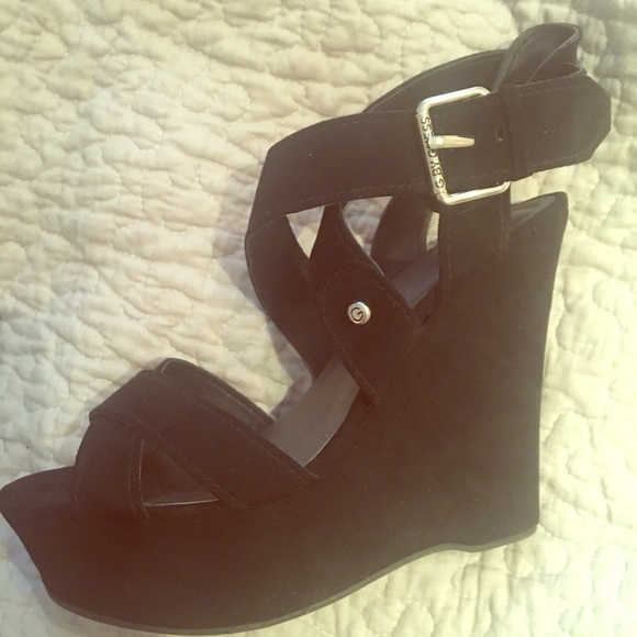 c5d000ea76dc GUESS womens sexy strappy wedges. size 9. M 5ad2554805f430768730b2b0